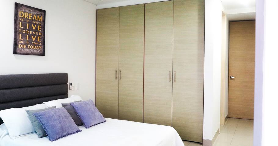 1ra Habitación / 1st Bedroom  Desenchufa y descansa, te lo mereces/Unplug and resest, you deserve it