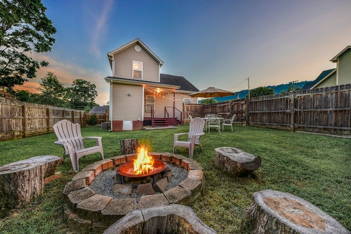 Urban Retreat ★2BR/1BA★Fire Pit★King★W/D★Parking