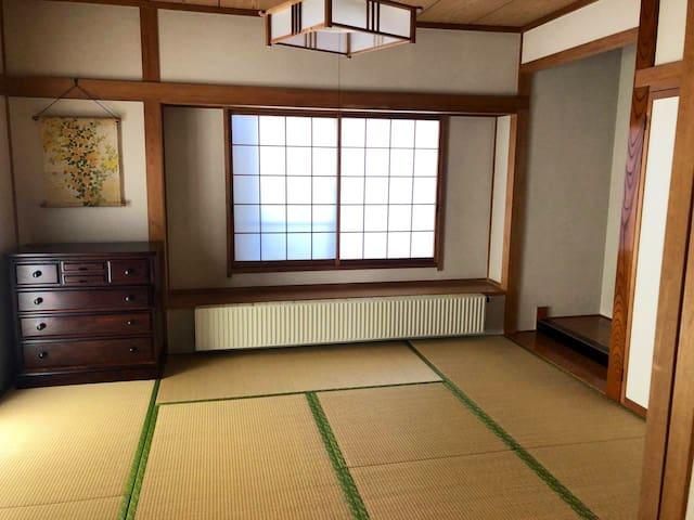 仙台宮城インターから約7分、お車での東北地方の観光や帰省に大変便利です。