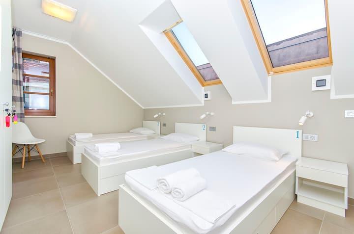 hostel Dvor - bed in triple bedded room R3