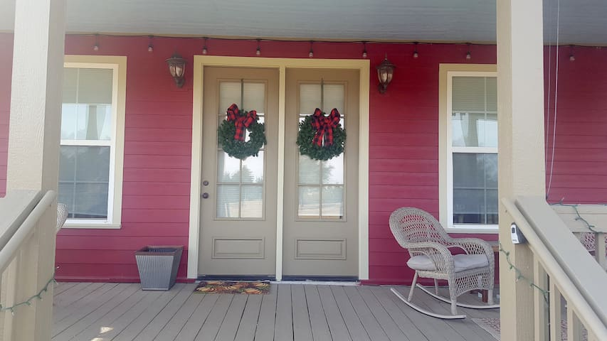 Bird Song Cottage- SPECIAL RATES APPLY!