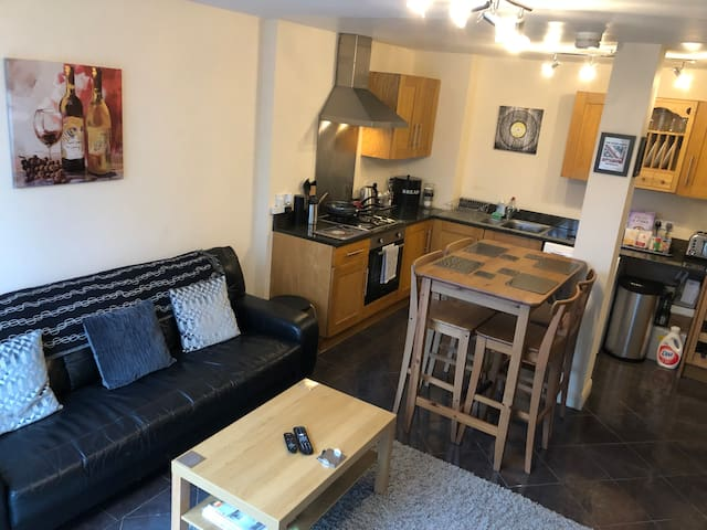 Stylish City Centre Apartment *with Secure Parking