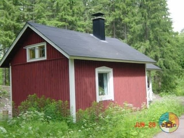 Cozy cottage by the lake (Mökki 1)