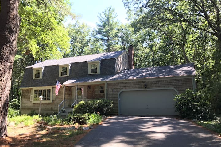 Cozy Home Close to Gillette and Commuter Rail