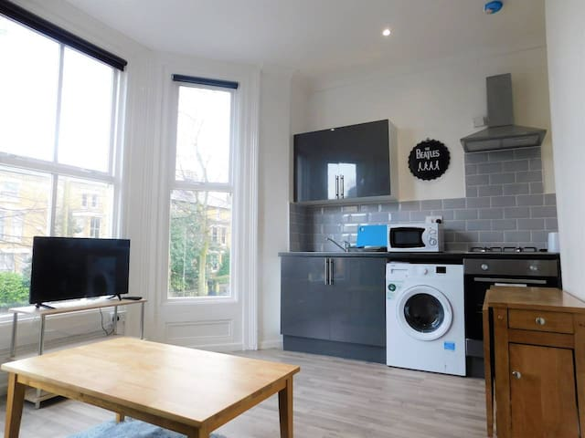 Spacious 2 Bedroom Liverpool Apartment, Sleeps 6