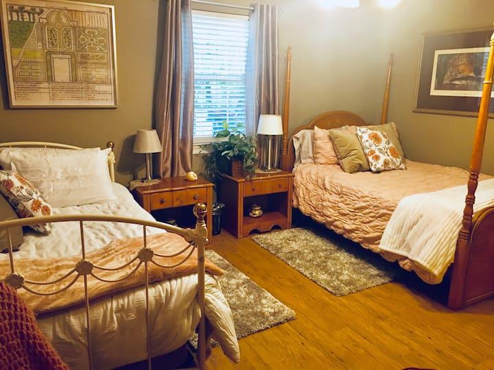 The Rose Room, Creekside Cottage