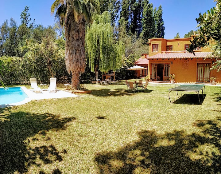 Great house with garden and pool. near wineries