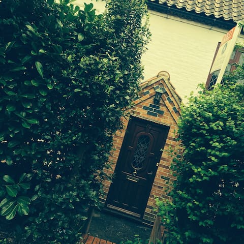 Gorgeous cottage on the outskirts Nottingham city - Radcliffe on Trent - Talo