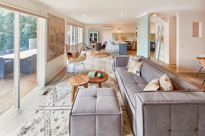 Magic Mount Martha–Beachside Living in Family Home
