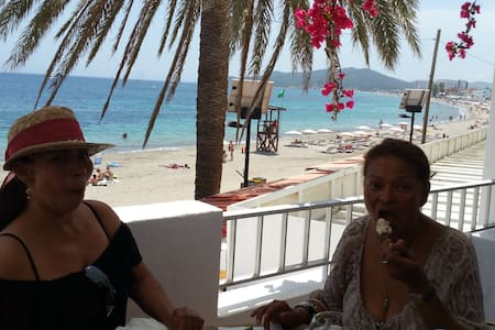 Ibiza, Playa d'en Bossa, Sea view on the beach - Eivissa - 公寓