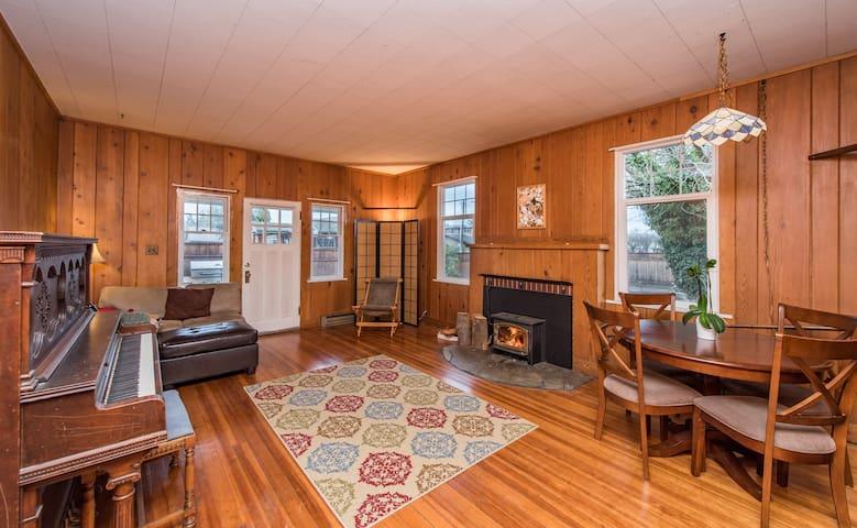 Carlsborg Cottage Cedar Room