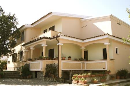 Casa sul mare Luglio e Agosto con veranda - Orosei - Haus