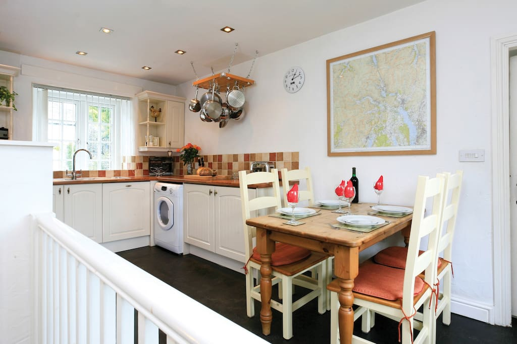 Well equipped kitchen with washer/dryer & dishwasher