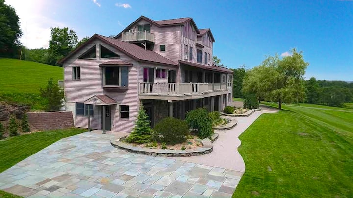 Above It All...8 Bedrooms (sleeps 18), 6 Bathrooms, Just Minutes From Delhi and a Short, 20 Minute Drive to AllStar Village, Awesome Home For Multi-Family Vacations, Private, AC, Fire Pit