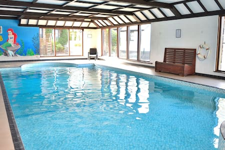 2 bedroom cottage, indoor pool, sauna