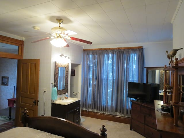 Harrison House EfficiencyApartment - Barnesville - Flat