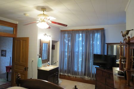 Harrison House EfficiencyApartment - Barnesville