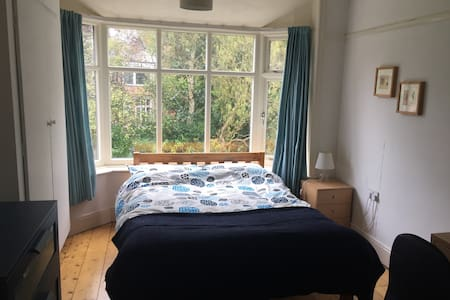 Lovely double room with bay window
