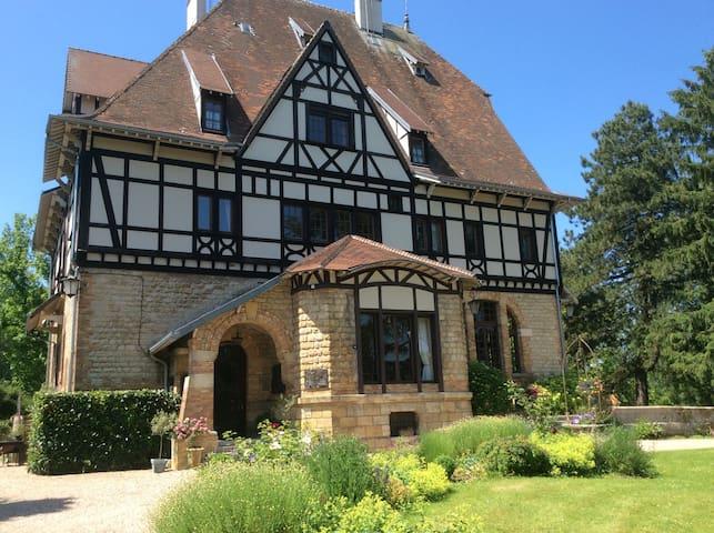 Ardennes Chambre dans Manoir - Mouzon - Bed & Breakfast