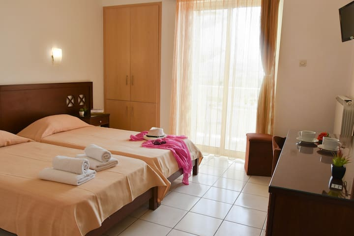 Standart Double Room in Hermes Hotel - Kissamos - Bed & Breakfast