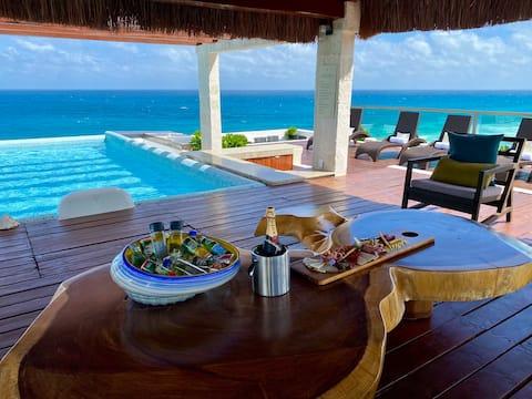 Oceanfront Rooftop Pool Luxe Suite in Isla Mujeres