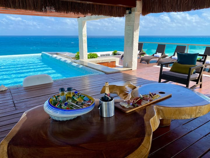 Oceanfront Rooftop Pool Luxe Suite in Isla Mujeres