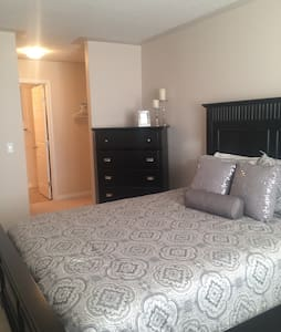 Country Living Within City Limits! - Edmonton  - Appartement