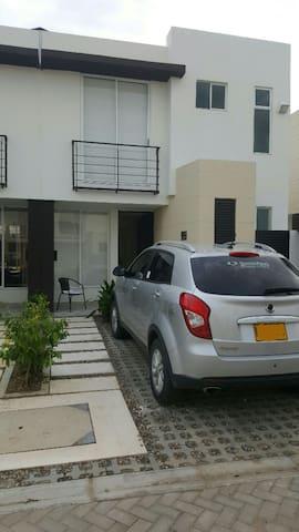 Casa nueva en conjunto cerrado - Ricaurte - House