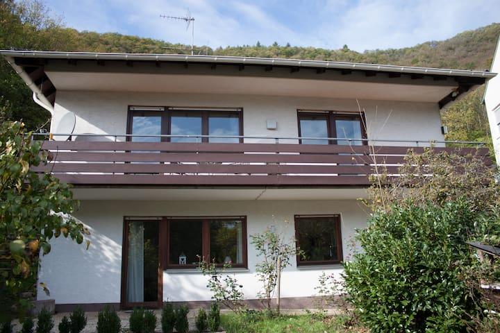 Haus zur Sonne - Oben auf dem Berg mit Weitblick.
