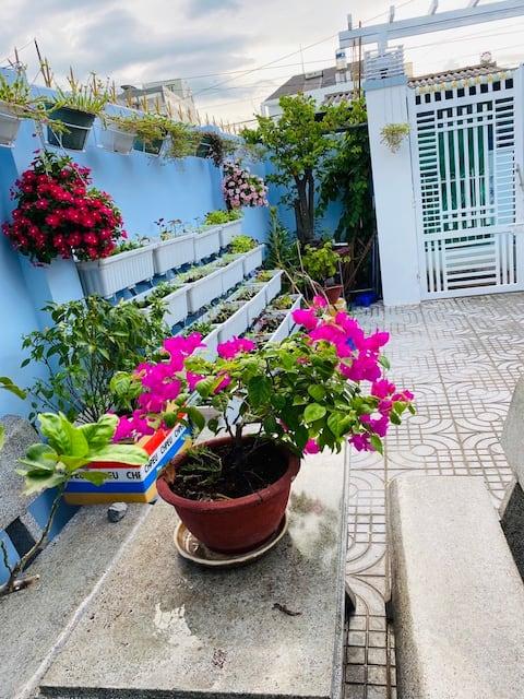 Alley House - central, spacious with garden
