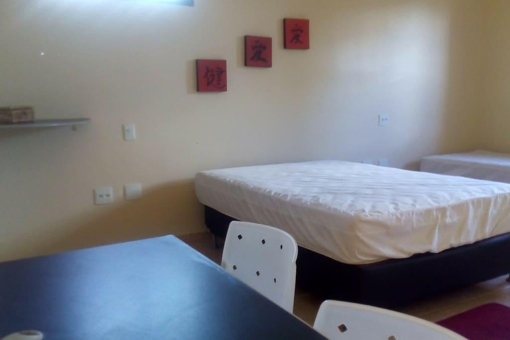 4 quartos suíte com aquecedor solar ,sacada e varanda e 1 quarto alojamento .Ao todo 20 acomodações