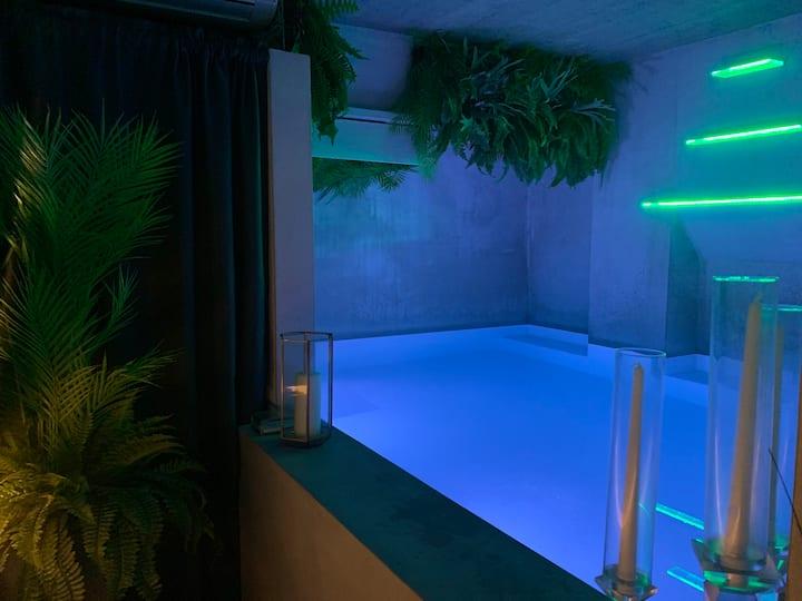 Dream design suite with private pool A/C