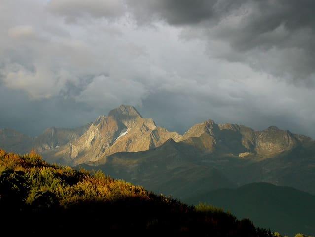 Vue du gîte, le Mont-Valier