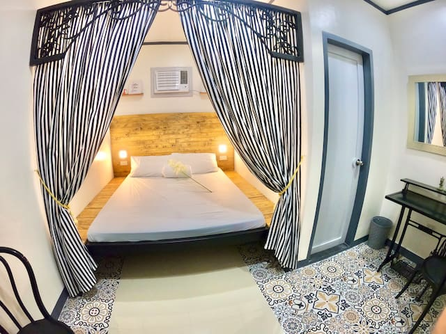 La Villa C in Kapitolyo, Pasig (Netflix & Parking)