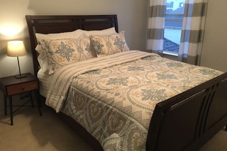 Newly Renovated Private Room-Dallas - Rowlett