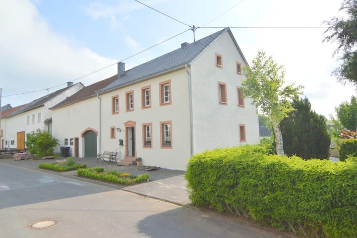 Appealing Holiday Home in Kalenborn-Scheuern with Garden