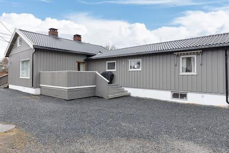 2 rom i enebolig 40 min.mbil fra Oslo og Gardemoen