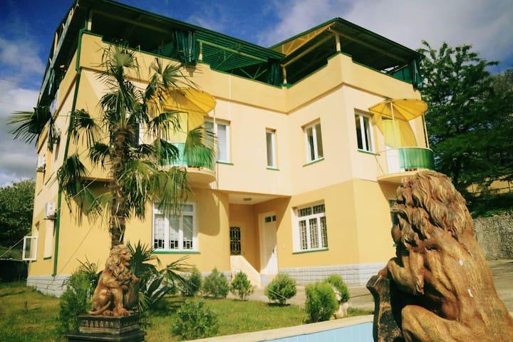Villa for 15 person with a private cave & Sauna! - Tskaltubo - Vila