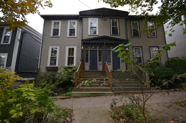 Large Character Home in South End Halifax - Halifax - House