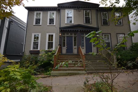 Large Character Home in South End Halifax - Halifax - Hus