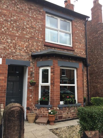 Victorian terrace in fab location - Altrincham - Haus