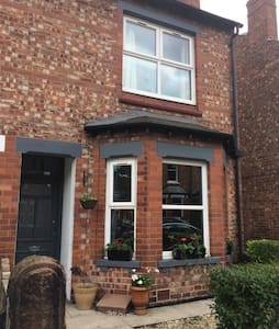 Victorian terrace in fab location - Altrincham