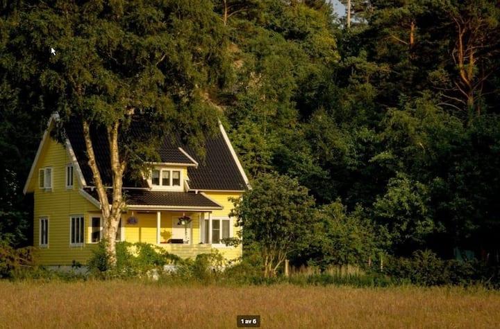 Mysig och rymlig liten villa nära fin sandstrand