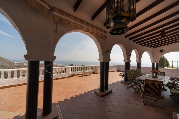 Stylish villa with amazing sea views & pool
