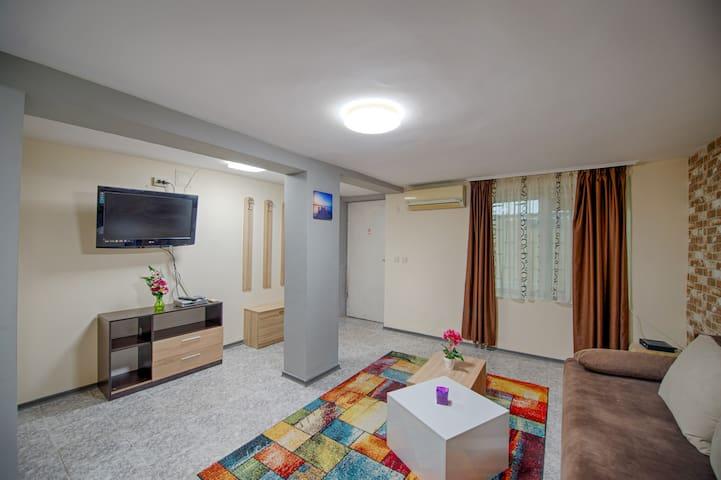 Amur Modern Apartment 3 min to Beach