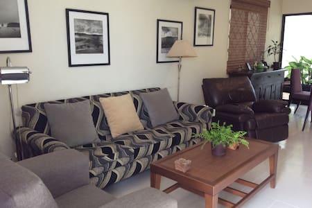 Impecable casa cómoda dos recamaras - Merida - Huis