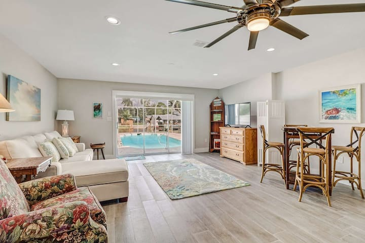 Minutes to Beach! Heated Pool on Gulf Access Canal, Beautiful Remodeled Duplex, Garage & Free WiFi!