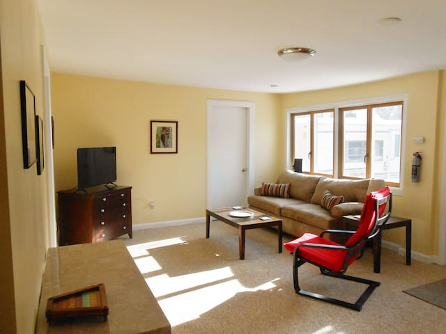 Private Farm Apartment Close to Everything - 1BR - Easthampton - Apartment