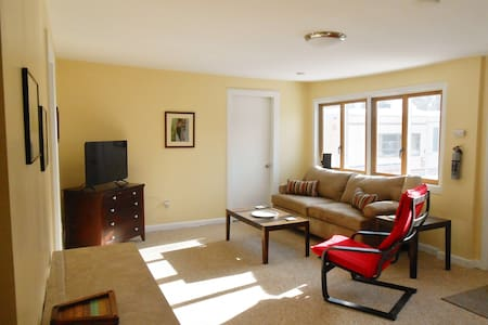 Private Farm Apt Close to Everything - 1BR - Easthampton - Appartement