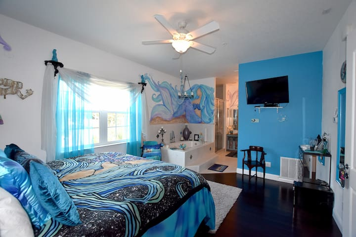 Mermaid Suite at Inn on the Avenue